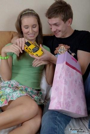 Густая сперма классно смотрится на молодом женском лице