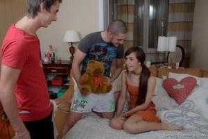 Возбуждающий домашний русский камшот в спальне
