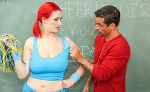 Наглый учитель спустил на язык упитанной студентке